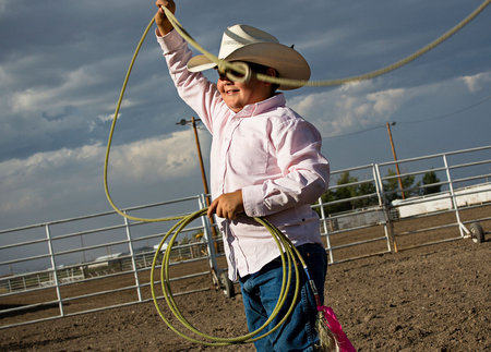 Try Vaile warms up for the dummy roping competition.